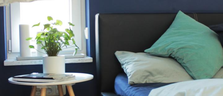 Schlafzimmer in blau und grün